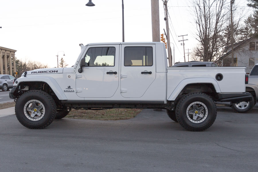 pre owned 2014 aev brute double cab white. Black Bedroom Furniture Sets. Home Design Ideas